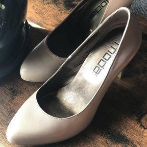 Moda Spana Tan Pumps Size 6.5
